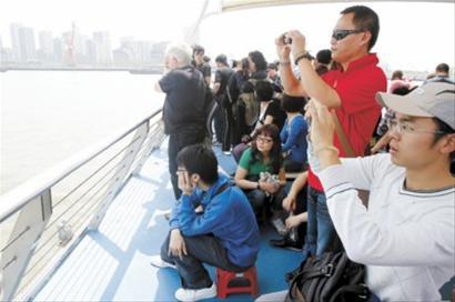 浦西越江轮渡客流冷热不均明显 L1码头全天高峰