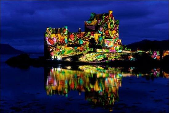 世博会瑞士馆13日起推灯光秀照亮外滩卢浦大桥