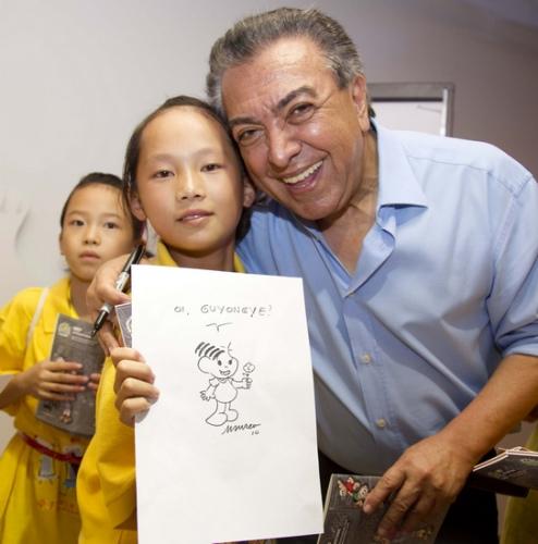 巴西漫画大师为四川希望小学学生作画