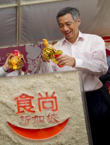 世博新加坡馆李显龙下厨启动美食节