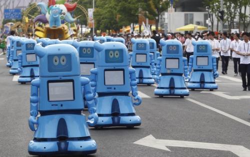 世博园机器人总动员:日本馆小提琴机器人成明星
