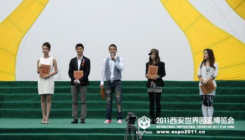 2011西安世园会志愿者形象大使曾光、田亮,2011西安世园会志愿者宣传大使李威、姚笛、金美儿(从左至右)寄语世园会。