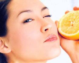 自制果蔬面膜不可直接贴敷在脸上(图)