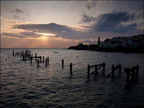 9月15日,英国南部怀特岛上的日出.