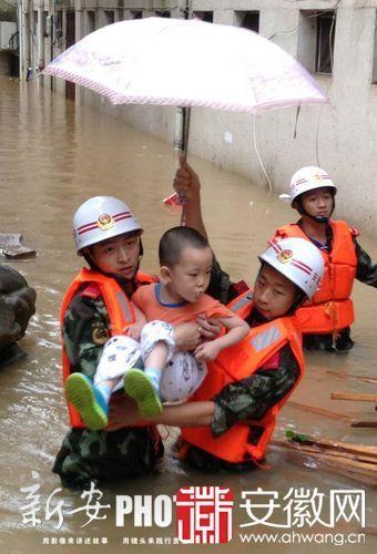 黄山普降暴雨现严重内涝 中小学幼儿园放假|中