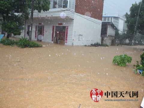 强降雨导致江西德安发生洪水。