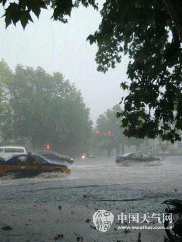 """热带风暴""""麦德姆""""进入安徽境内,多地出现大风暴雨天气。(摄/淮南晓毅)"""
