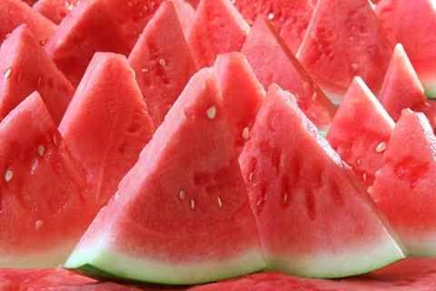 亚洲性图西瓜_西瓜吃多了会上火吗? 怎么吃西瓜才能不伤身