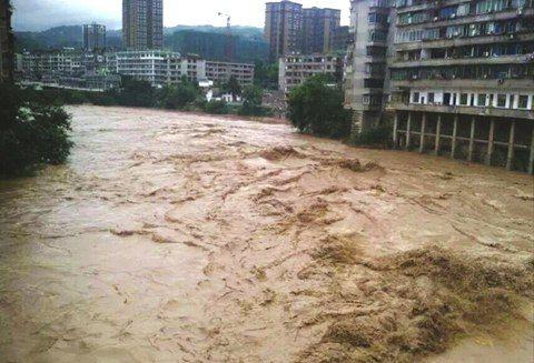 四川暴雨致数万人受灾 今起降雨趋结束|四川|暴