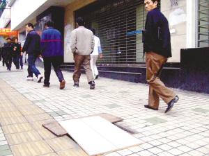 主城窨井盖失窃一年损失30万元(图文)