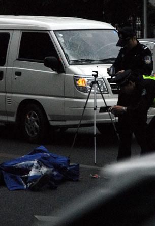 85岁老人闯入快车道被撞身亡