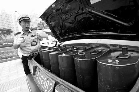 油桶的容积显示可以装50升柴油