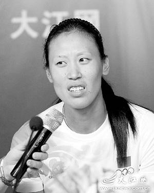 吴优   冯桂鑫   (江西日报记者)   直播室现场.   金紫薇图片