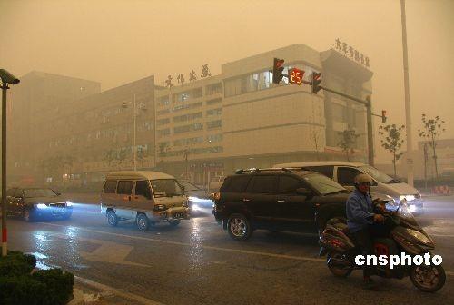 图:江苏大丰出现灰黄雾霾天气