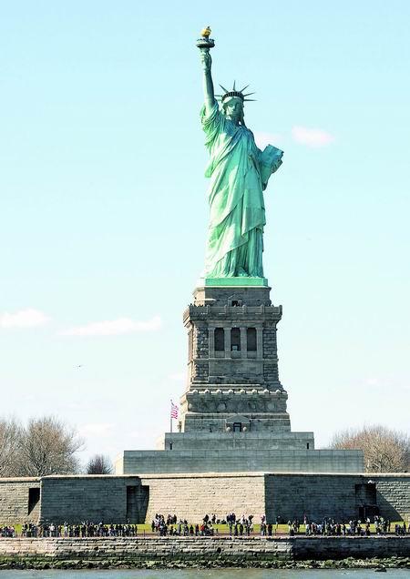 这是美国自由女神像(4月12日摄)