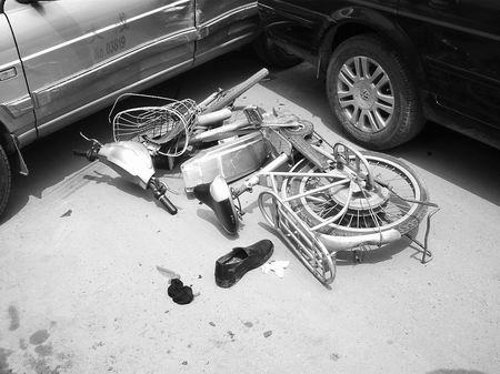 多车追尾电动车最受伤高清图片