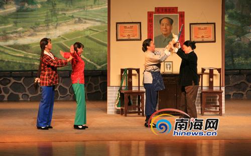 河南豫剧《朝阳沟》在海口人大会堂上演