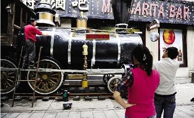 长沙街头惊现蒸汽火车头(图)