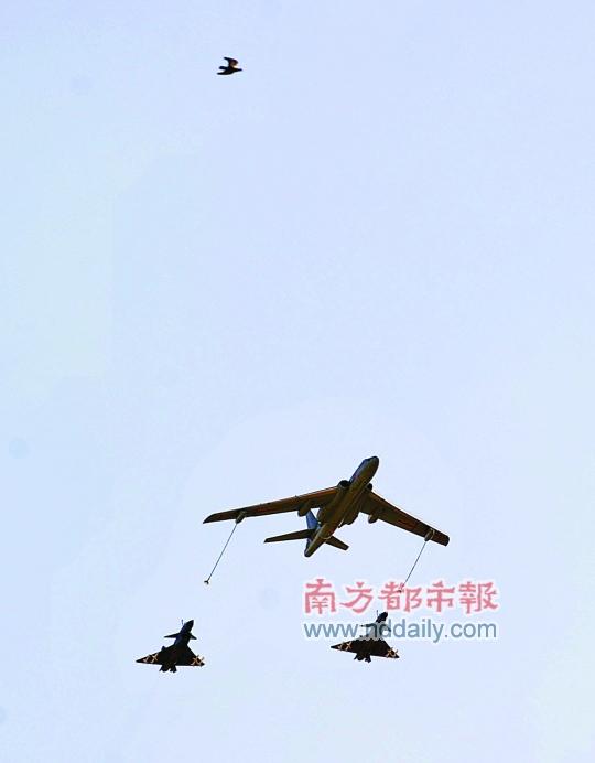 国庆阅兵所有作战飞机挂导弹飞行