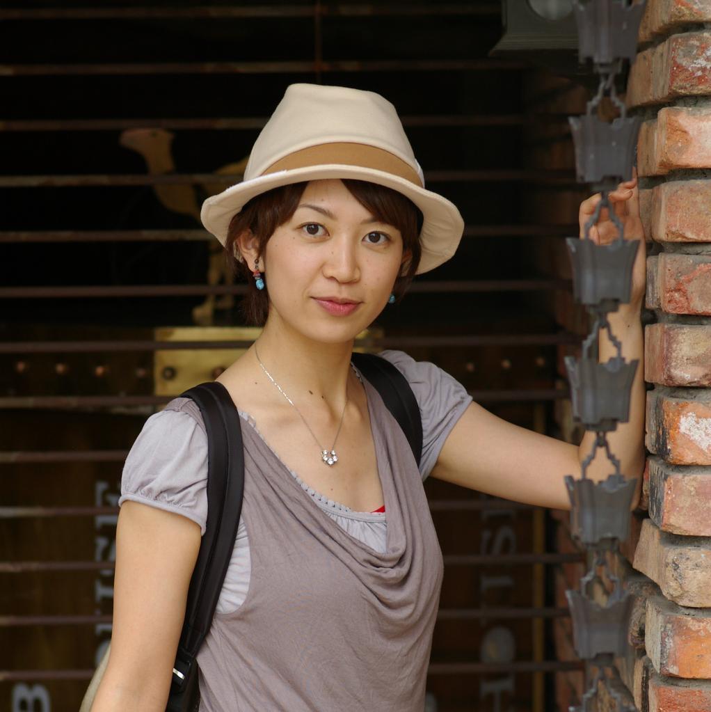 日本民主党麻布性感为筹集美女政治出写真集(人议员妻西资金图片