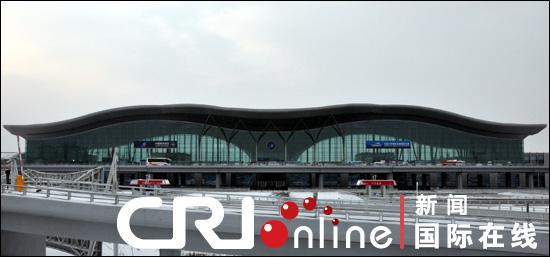 乌鲁木齐国际机场T3航站楼内设22个固定登机廊桥,远机位可停泊波音777