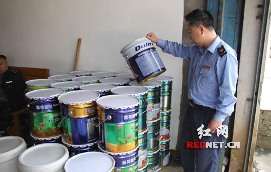 """假冒""""立邦"""",""""多乐士""""等多个知名品牌的外包装油漆桶200多个,用于生产图片"""