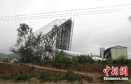 台风康森7月16日晚在海南三亚亚龙湾登陆