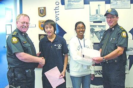 多伦多华人少年考取水上摩托驾驶证获警队嘉奖