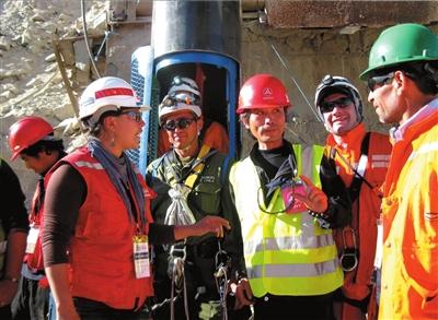 智利13日启动矿工救出行动