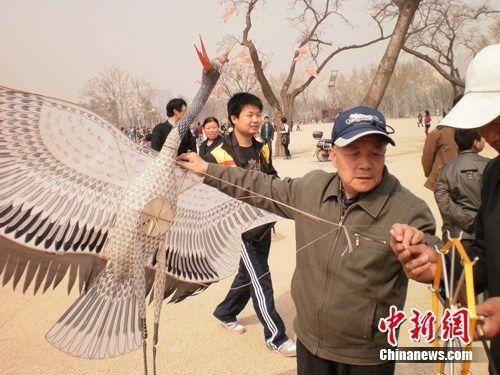 大明湖仙鹤雕像