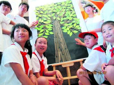 """做""""筷子大树""""呼吁保护森林"""