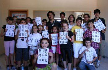 米兰孔子学院教师将书法艺术带进意大利撒丁岛