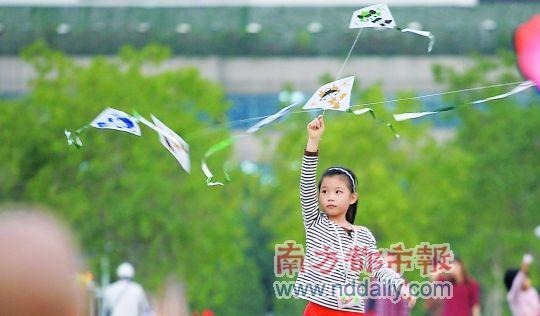 放风筝的少年图片