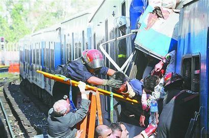 阿根廷城铁出轨40人亡550人伤
