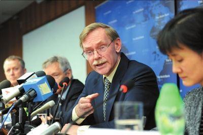 世行行长回应建议中国打破国企垄断争议