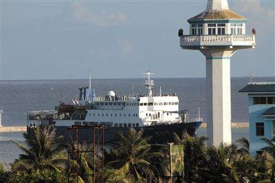 琼沙三号补给时停靠在5千吨级码头