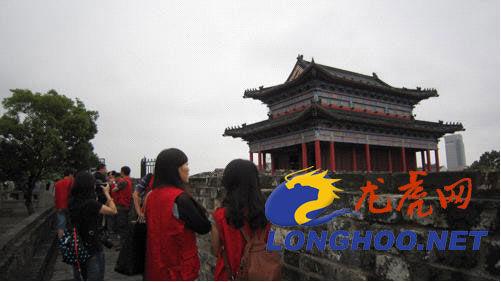 开放型经济在江苏网络行记者参观阅江楼