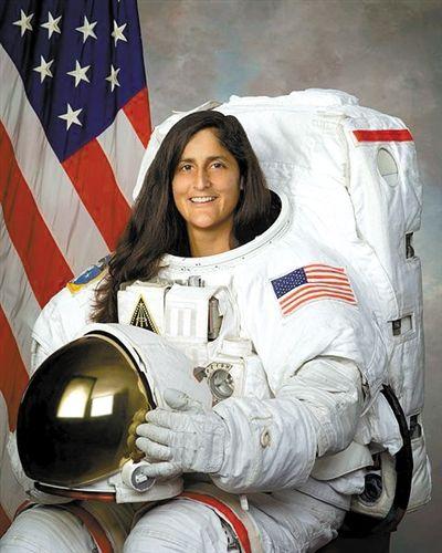 国际空间站迎女指令长