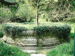 谭延�]墓的花坛是圆明园旧物?南京专家否认