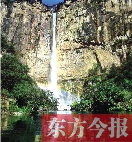 万人畅游八里沟观天河大瀑布