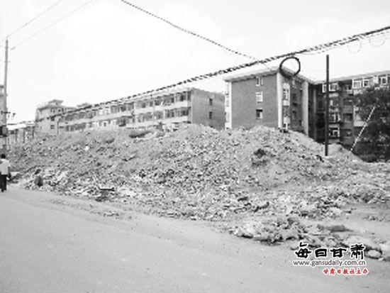市民反映:垃圾山横亘门前众居民苦不堪言