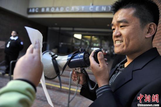 美华人华侨抗议abc 杀光中国人 言论
