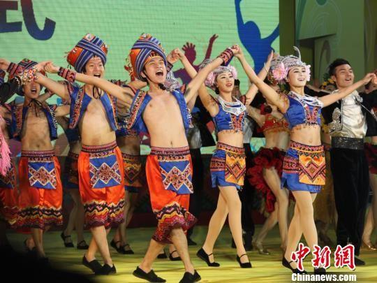 一年一度的海南岛欢乐节在三亚启幕