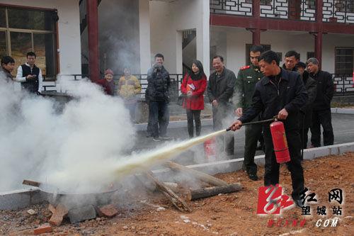 望城消防大队志愿者到光荣院宣传消防知识