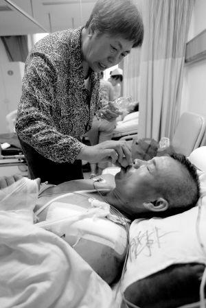 男子被砍伤陌生大姨借2.5万救命