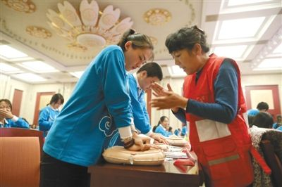 """260志愿者""""备战""""APEC财长会"""
