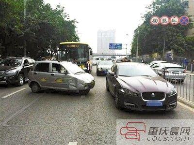 捷豹车被撞,司机为啥不要赔偿高清图片