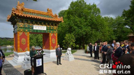 """象征中澳友谊的""""北京花园""""在堪培拉正式落成"""