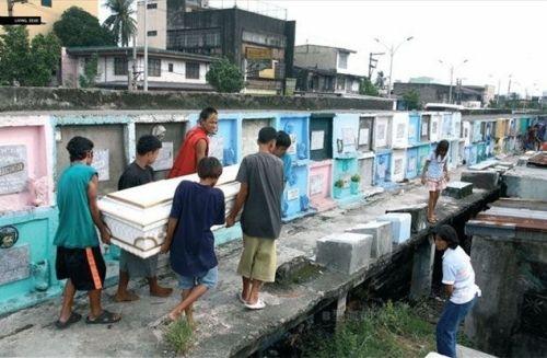 同时这里生活着成千上万的菲律宾穷人.