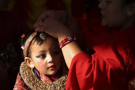 揭秘尼泊尔少女奇异的果实婚礼组图